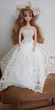 ジェニーちゃんオフ白のレース編みウエディングドレス
