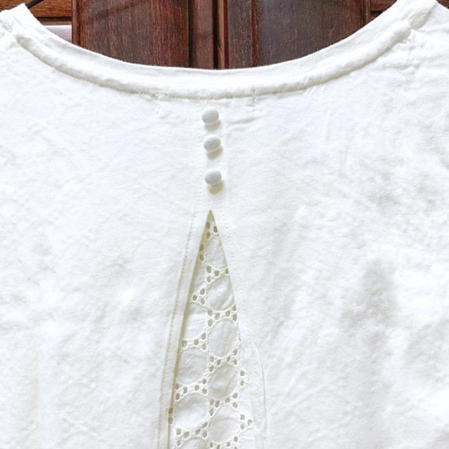 【美品】バックレース半袖Tシャツ/earth music&eco/白/綿100% < 女性ファッションの