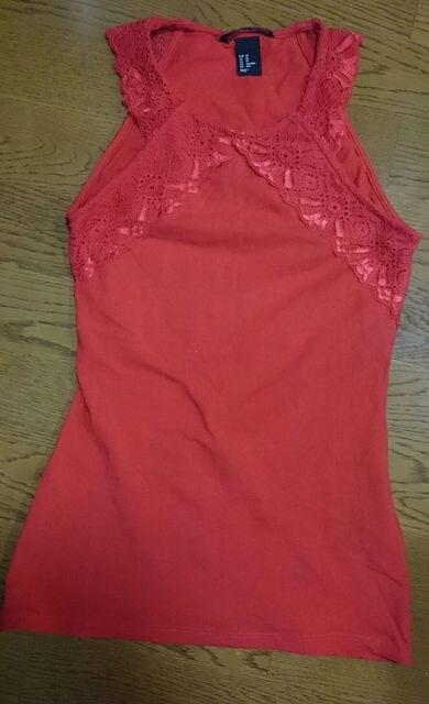 赤 レース タンクトップ ホルターネック XS  < 女性ファッションの