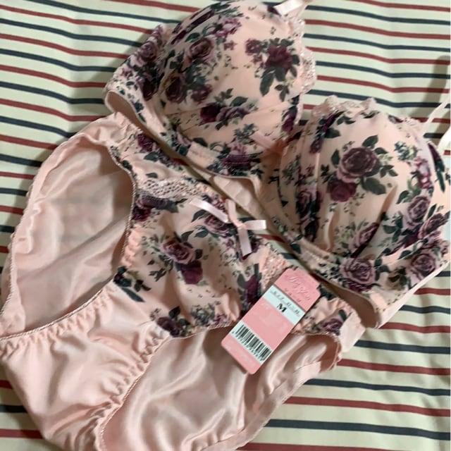 新品 D 70M ブラジャー&ショーツセット 桃色花柄  < 女性ファッションの