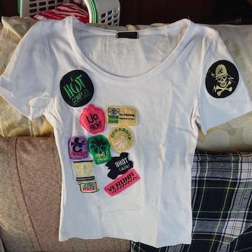 ホワイト×ワッペン付きTシャツ