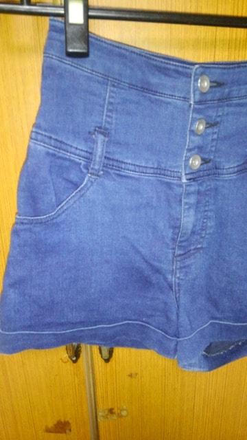 �B紺のショートパンツ < 女性ファッションの