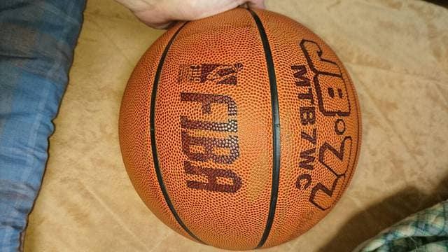 バスケットボール molten 皮製7号 モルテン < レジャー/スポーツの