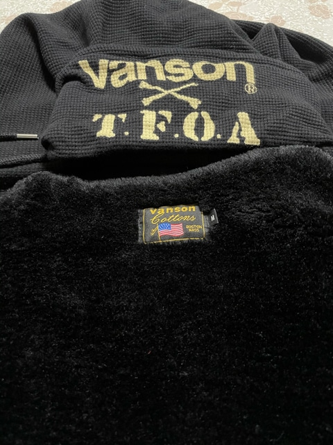 VANSON 大きなロゴでカッコいい! M  美品 男女兼用 < ブランドの