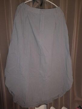 涼しげなロングスカートです。