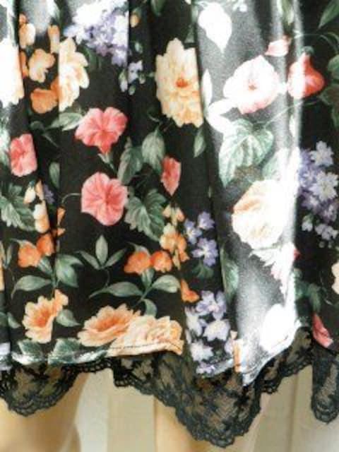 【CECIL McBEE/セシルマクビー】裾レース♪サテン花柄スカート < ブランドの