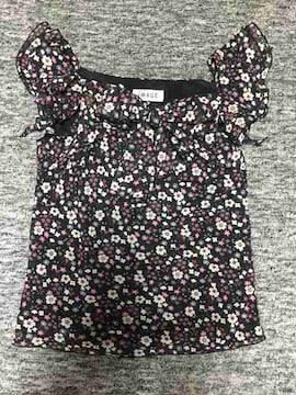 胸元の大リボンとヒラヒラミニ袖が可愛い 小花柄カットソー