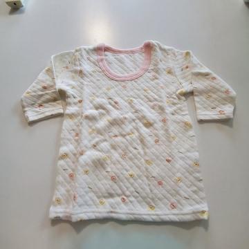 白にクマ模様ピンクのふち長袖シャツ�A80