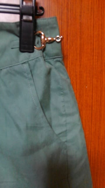 �A グリーンのショートパンツ < 女性ファッションの