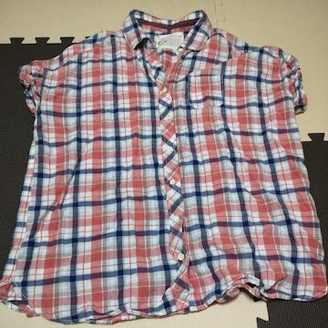 チェックの半袖シャツ