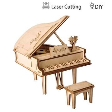 ピアノ愛好家には、身近に置きたい自作のオーナメントです。