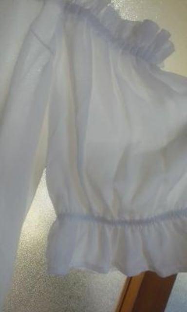 透け素材フリルやレース使い  リボン結びがかわいい肩出しブラウス美品
