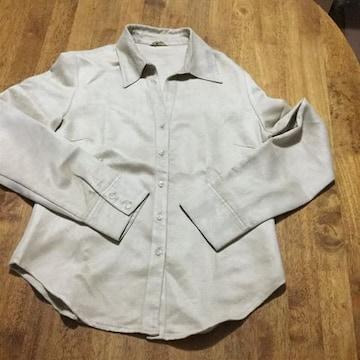 カジュアルなシャツ