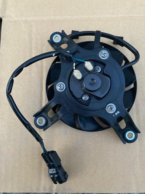 CBR250R(MC41)用電動クーリングファン < 自動車/バイク