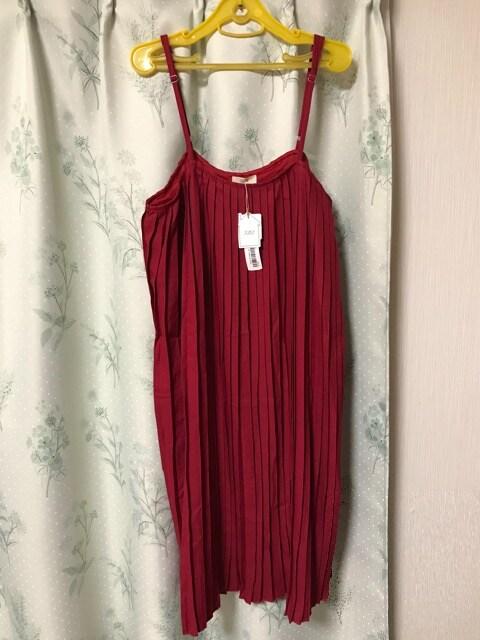 新品未使用 赤色レッド プリーツ キャミワンピース  < 女性ファッションの