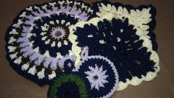 手編みの鍋敷き、ドイリー二枚、ナイロンタワシ2個