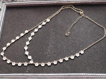 新品 アンティーク調 可憐な白い小花ネックレス