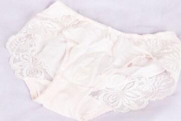34 ピンク腰からお尻にかけてのレースかわいい女の子パンツ L