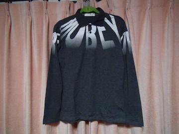 JUISHDENのアルファベットのグレーのポロシャツ(L)!。