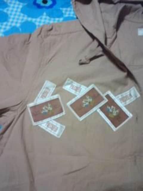 PULCI NELA ヌーディピンク 半袖シャツ ワッペン フード 新品激安 < 女性ファッションの