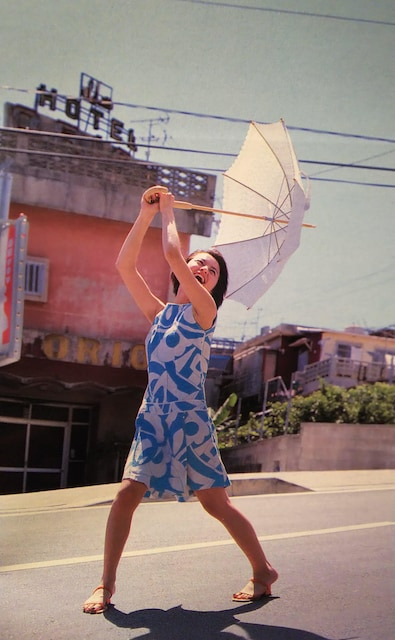 鈴木あみ【週刊ヤングジャンプ】2000.8.31号ページ切り取り[1] < タレントグッズの