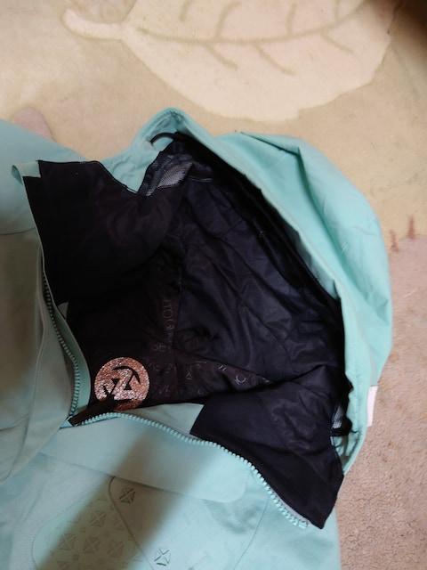 スノージャケット  新品 サイズS  送料無料 < 女性ファッションの