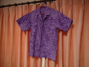 tahの紫で花柄のおしゃれなドレスシャツ(S)!。
