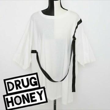 Drughoney【ユニセックス】テープベルトデザインTシャツ