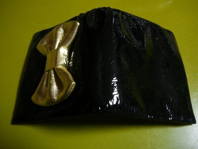 (スナオクワハラ)黒リボン折財布sunaokawahara < ブランドの