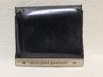 送料無料/ジャンポールゴルチェ定番のシルバープレートデザイン2つ折り財布