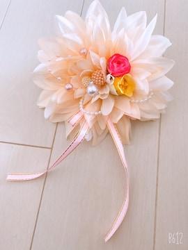 クリーム花パールリボンが可愛い大きめダリアコサージュ入学式に