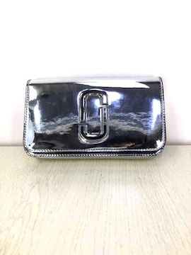 MARC JACOBS(マークジェイコブス)The Long Shot Mirroredクラッチバッグ