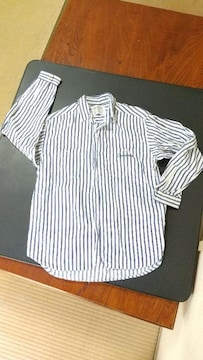 シンプルストライプシャツ
