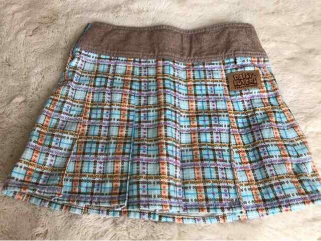 美品  DASIY  KIDS  ミニスカート 130センチ < ブランドの