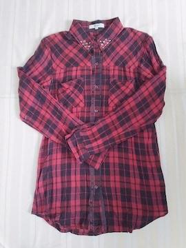 OZOC◆ブラック×レッドシャツ袖ロールアップ/襟スタッズ