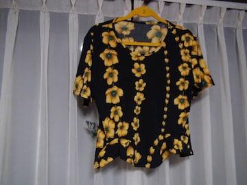 TRADEの黒で黄色の花柄のカットソー(XL)!。