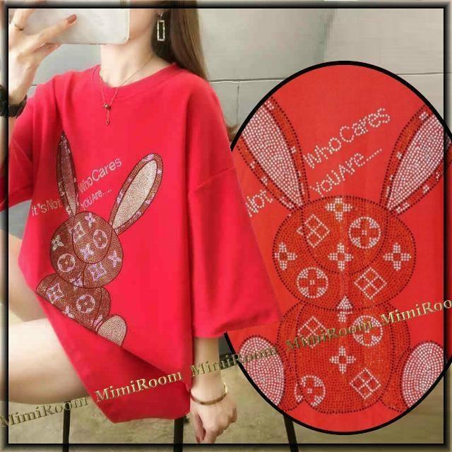 【送料込み】〜3L モノグラム調スタッズウサちゃん 厚手Tシャツ/赤  < 女性ファッションの