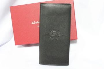 サルバトーレ フェラガモ☆レザー二つ折り長財布 美品