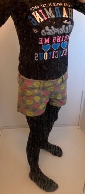 Lerip rips リップ柄 レディースショートパンツ M < 女性ファッションの