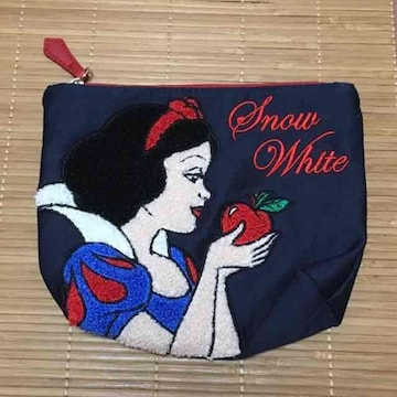 ディズニー・白雪姫柄サガラ刺繍ポーチ。