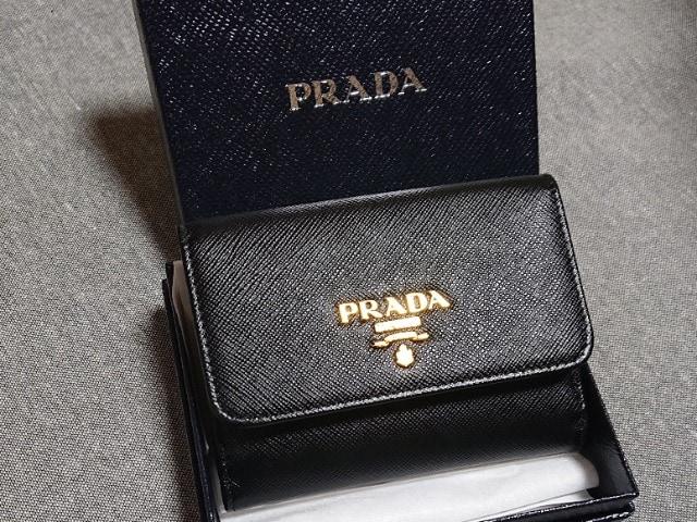 PRADA三つ折り財布新品未使用美品  < ブランドの