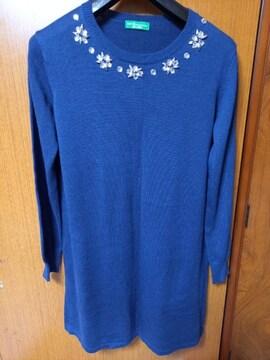 ∞ 紺色のセーター