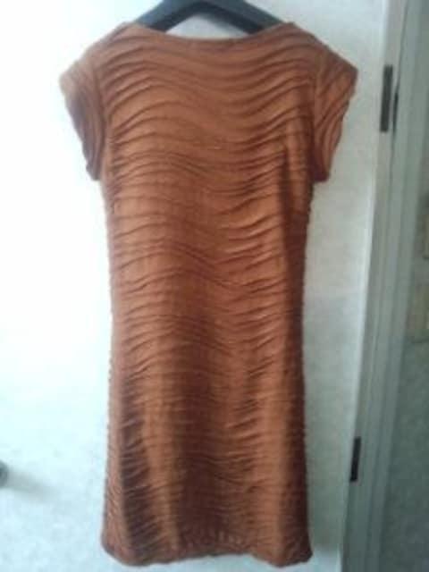 キャメルブラウン捻りバイヤスフレンチ袖タイトワンピースS〜M < 女性ファッションの