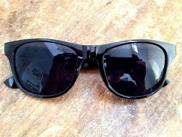 新品! 定番人気のウェイファーラーサングラス 黒