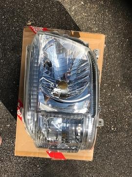 200系ハイエース/レジアスエース純正ヘッドライト助手席側