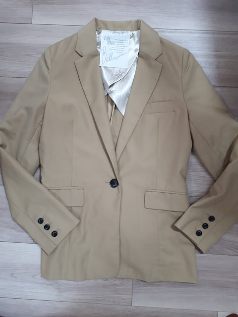 ミスティウーマン ジャケット ベージュ < 女性ファッションの