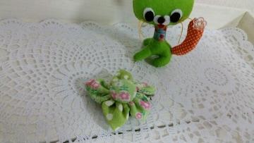 ハンドメイド*ブローチ*ピン*YUWA小花柄 green系