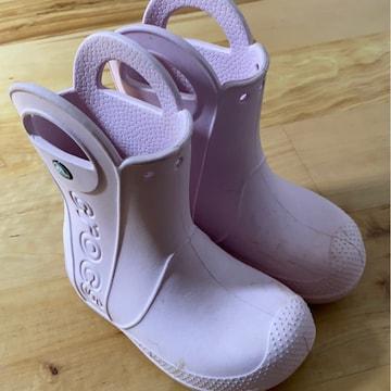 crocs女の子ピンク長靴