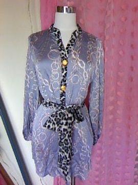 diaヒョウ&チェーン柄goldボタンスカーフ付つるつるシャツ新品