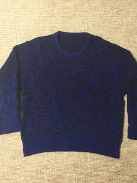 690.柄物セーター☆黒×青☆L程度